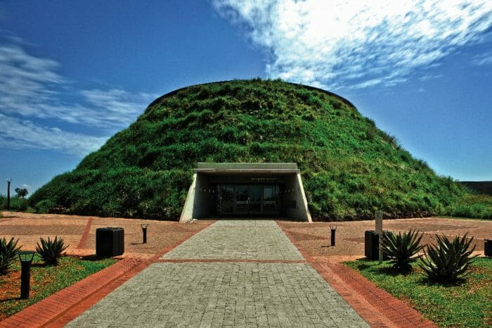 FIND YOUR ROOTS –      JOIN THE CRADLE OF HUMANKIND TOUR
